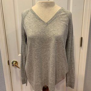 GAP Heather Grey V-Neck Sweater - Size Small